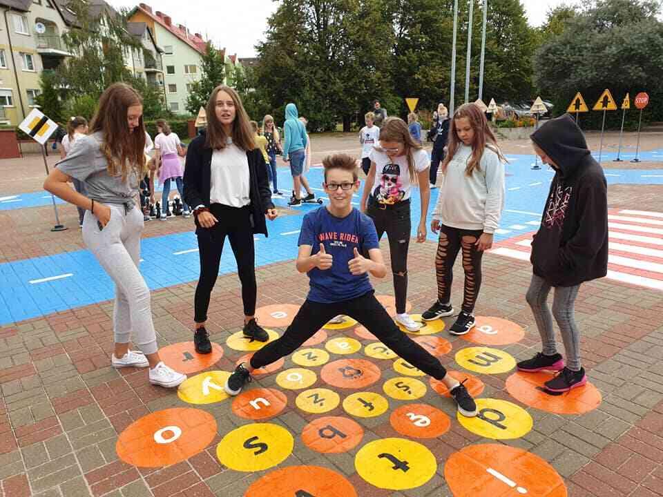 gry na placu szkolnym